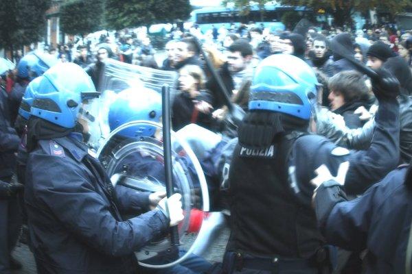 manifestazione-polizia-tuttacronaca