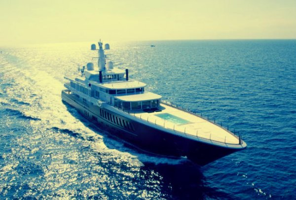 Mega yacht AIR for charter-tuttacronaca