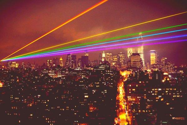 new york-tuttacronaca-fasci-laser