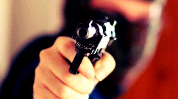 pistola-polizia-sala-bingo-napoli