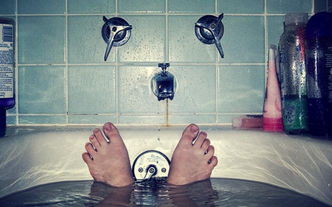 Vasca Da Bagno On Tumblr : Donna rilassarsi fare il bagno vasca da bagno rf clip