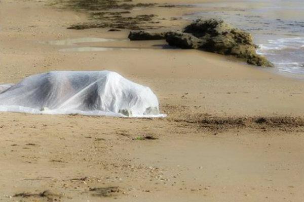 cadavere-donna-spiaggia-tuttacronaca
