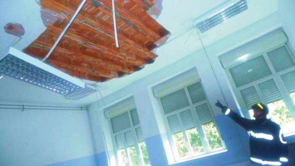 crolla-soffitto-scuola-cagliari-tuttacronaca