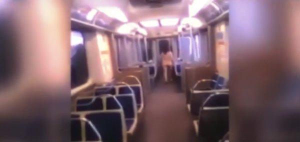 donna-nuda-metro-tuttacronaca