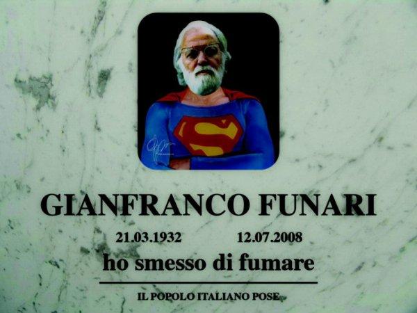 funari-lapide-superman-tuttacronaca