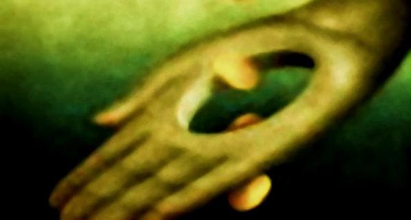 mani-bucate-tuttacronaca
