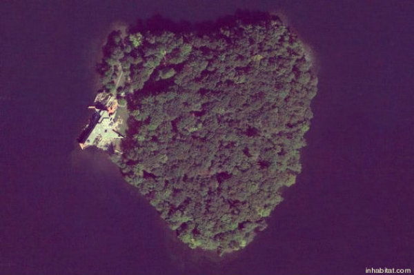 petra-island-tuttacronaca