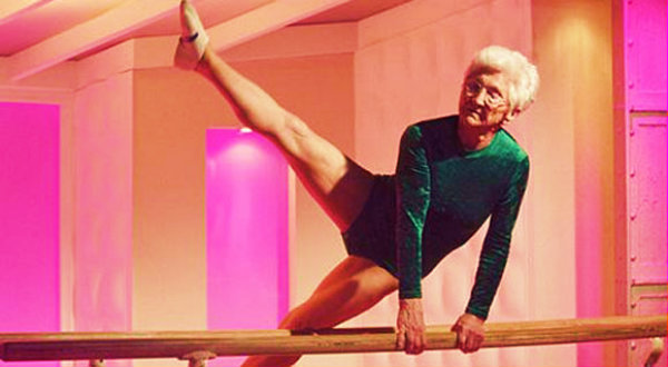 the-worlds-oldest-gymnast-86-years-old-and-still-rockin-the-parallel-bars-feature-tuttacronaca