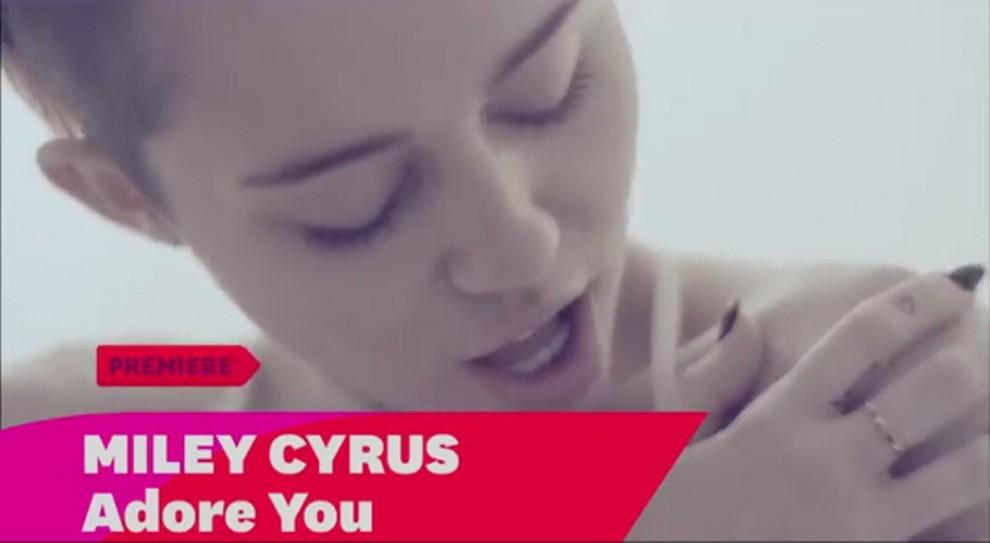 Miley Cyrus lesbica sesso nastro