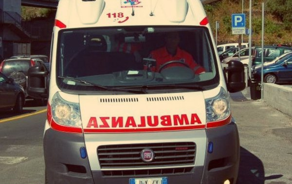 ambulanza-incidente-tuttacronaca