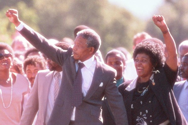 Nelson-Mandela-Leaves-Prison-in-February-1990-tuttacronaca