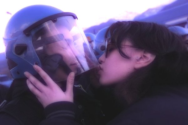 no_tav_bacia_poliziotto-tuttacronaca