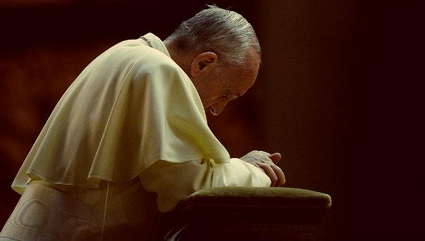 Papa-in-preghiera-tuttacronaca