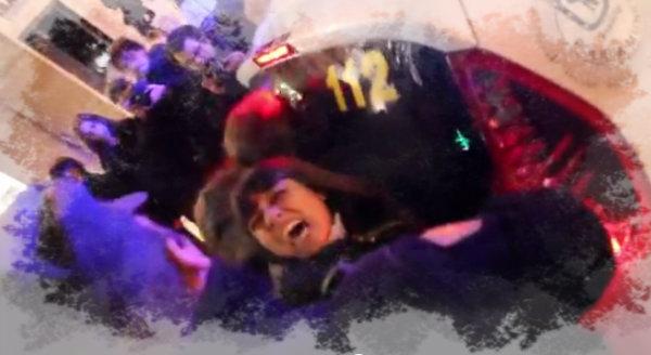 polizia-picchia-manifestanti-tuttacronaca