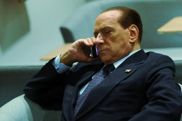 silvio-berlusconi-telefono-tuttacronaca