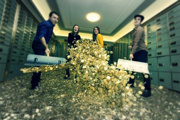 tuttacronaca-piscina-basilea-oro-monete