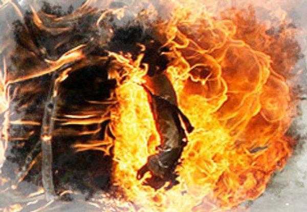 uomo_si_d_fuoco-tuttacronaca