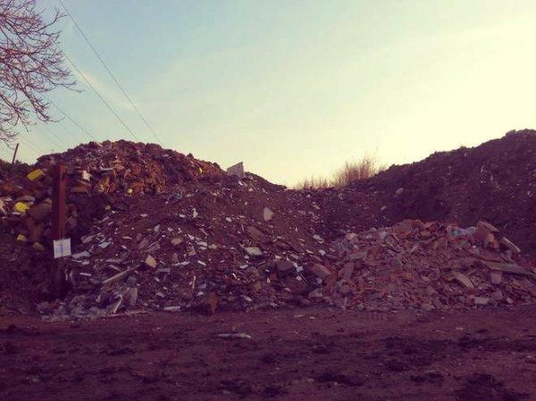 Acerra-tuttacronaca-montagna di rifiuti