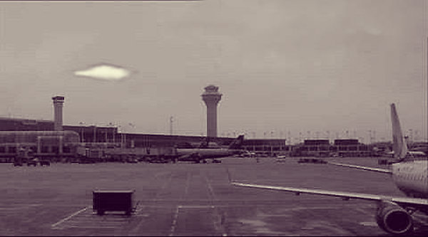 airport-brema-ufo-tuttacronaca