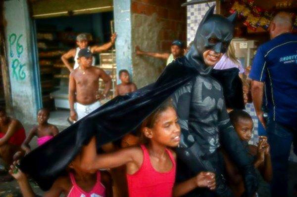 batman-favelas-tuttacronaca