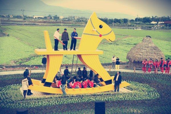 Cavallo-a-dondolo-da-record-a-Taiwan-tuttaccronaca