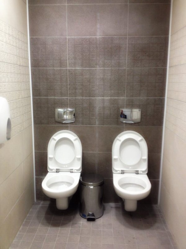 Il-bagno-con-2-wc-alle-Olimpiadi-di-Sochi-2-tuttacronaca