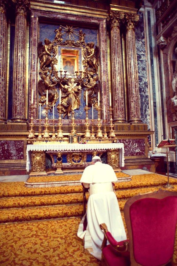 papa_francesco_preghiera-santa-maria-maggiore-tuttacronaca