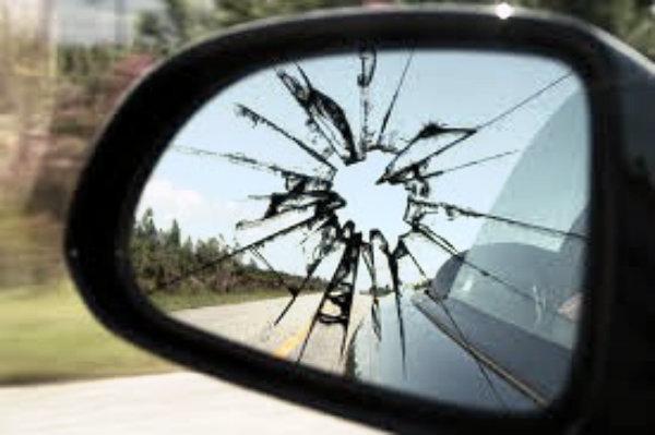 specchietto-rotto-tuttacronaca