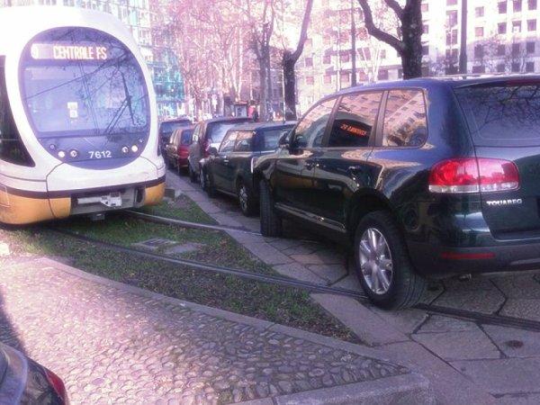 suv-tram-milano-tuttacronaca