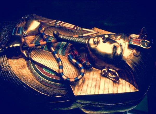 Tutankhamon-tuttacronaca-pene-eretto