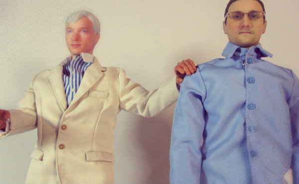 assange-and-snowden-action-figures-tuttacronaca