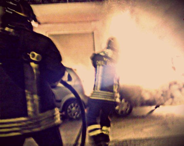 auto-fiamme-cadavere-tuttacronaca