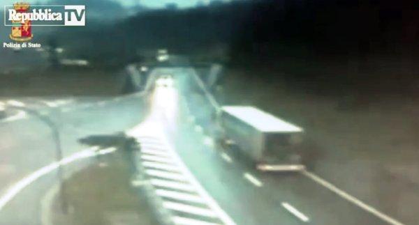 camion-contromano-a7-tuttacronaca