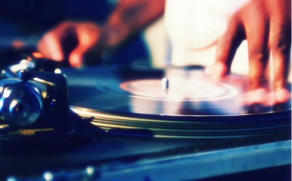 dj-musica-zona-pub-discoteca-latina-tuttacronaca