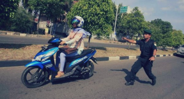 jeans-stretti-indonesia-tuttacronaca