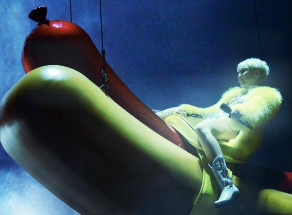 miley-cyrus-hotdog-tuttacronaca