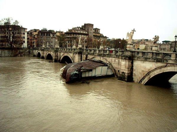 Piena_del_Tevere_-_Tiber_roma-allerta-tuttacronaca