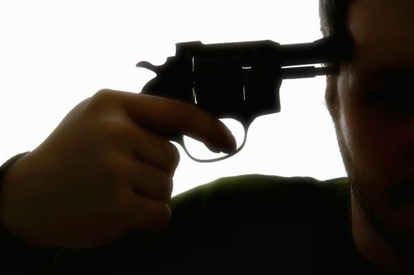 pistola-tempia-tuttacronaca