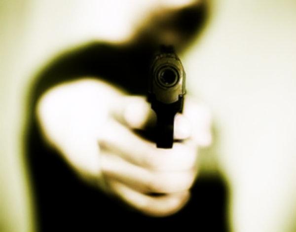 pistola-tuttacronaca-notaio