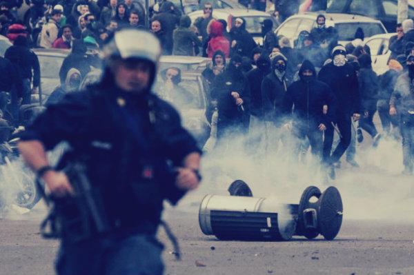 polizia-scontri-tifosi-roma-napoli-tuttacronaca