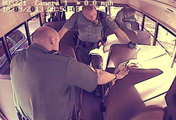polizia-spezza-braccio-disabile-tuttacronaca