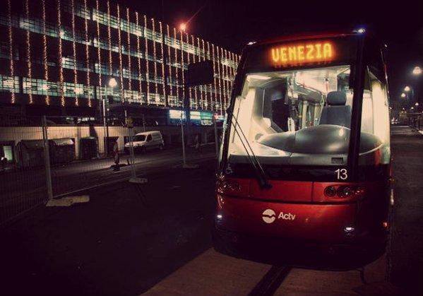 tram-arriva-a-venezia-piazzale-roma-tuttacronaca