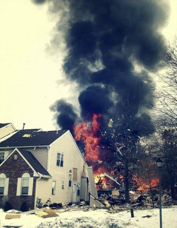 tuttacronaca-Usa-esplode-conduttira-di-gas-nel-New-Jersey-3-793x1024